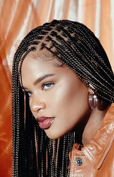 Box braids in braided bun Tied to the front of the head, the braids form a voluminous chignon perfect for an evening look. Box braids in side hair Placed on the shoulder… Continue Reading → Braided Hairstyles For Black Women, African Braids Hairstyles, Girl Hairstyles, Braid Hairstyles, Protective Hairstyles, Teenage Hairstyles, African Hair Braiding, Small Box Braids Hairstyles, 1930s Hairstyles