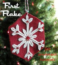 The construction technique of this sweet double sided ornament is so simple and clever, I'm definitely making a few! first flake tutorial by betz white