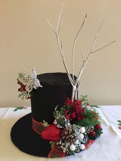 Snow mans Hat Christmas Craft Felt Projects Holidays Coffee Can Snowman Hat Tin can and record snowman hat Christmas Tree Toppers, Christmas Snowman, Simple Christmas, Christmas Holidays, Christmas Wreaths, Snowman Crafts, Cheap Christmas, Christmas Coffee, Christmas Table Centerpieces