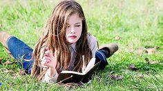 Mackenzie Foy, Story Inspiration, Character Inspiration, Estilo Megan Fox, Bucky, Estilo Harry Potter, 19 Year Old Girl, Summer Classes, Bald Man