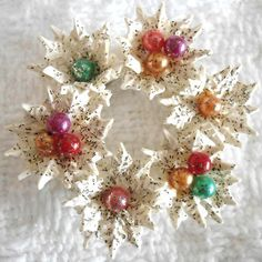 Vintage Christmas Brooch Wreath Celluloid White Glitter Holly Tiny Balls 30 40'S | eBay