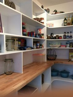 Adorable 40 Cool and Simple Farmhouse Pantry Decor Ideas https://homstuff.com/2017/06/21/40-cool-simple-farmhouse-pantry-decor-ideas/