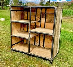 Now see this repurposed wood pallet shelving cabinet idea with one side opened to place the items for the organizing them just like the books or novels which require a proper place to place for avoiding the mess in the room. This idea is not hard to copy. Pallet Lounge, Diy Pallet Sofa, Wood Pallet Furniture, Diy Pallet Projects, Pallet Ideas, Pipe Furniture, Wooden Pallet Shelves, Wooden Pallets, Wooden Diy