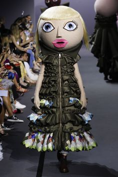 Viktor & Rolf Fall 2017 Couture Collection Photos - Vogue