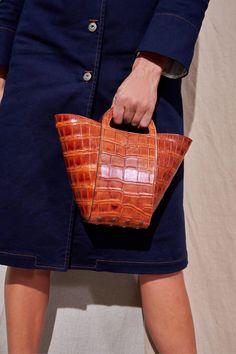 Best Handbags, Fashion Handbags, Purses And Handbags, Fashion Bags, Leather Handbags, Fashion Show, Leather Bags, Milan Fashion, Tods Bag