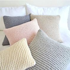 Square throw pillow Living room pillow Chunky knit pillow Back rest (in English) Scandinavian minimalist bed pillow (en) Couch pillow (in English) Light gray - Knitted Cushion Pattern, Knitted Cushions, Knitted Throws, Living Room Pillows, Bed Pillows, Crochet Home, Knit Crochet, Chunky Knit Throw, Knit Pillow