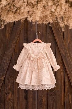 Sparkling dress, Dazzling Glitter Star Ruffled Long-sleeve Dress For Baby Girl, Gold Star Dress With Lace For Baby Girl and Toddler - Babykleidung Toddler Girl Dresses, Little Girl Dresses, Girls Dresses, Flower Girl Dresses, Dress Girl, Baby Dresses, Little Girl Fashion, Kids Fashion, Baby Outfits
