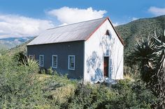 From Bainskloof to the Karoo - 4 affordable yet gorgeous escapes from HL's May Travel issue. Vernacular Architecture, Colonial Architecture, Country Style Homes, Rustic Style, Rustic Decor, Pioneer House, Dutch Colonial, Farm Stay, Old Farm Houses