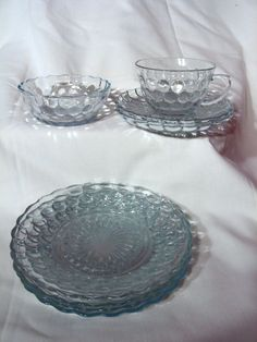 Anchor Hocking produced this line of glassware from offered here are 8 pieces consisting of 1 cup, 2 saucers, 1 berry bowl and 4 salad Anchor Hocking Glassware, Star Of David, Vintage Pottery, Vintage Glassware, Milk Glass, Blue Sapphire, Dinnerware, Berries, Bubbles