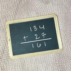Schriftliches Rechnen hilft deinem Kind nicht, wenn es noch keine Vorstellung für die Mengen dahinter hat. . Immer wieder erleben wir, dass Kinder bereits vor der 4. Klasse die Tricks des schriftlichen Rechnens gezeigt bekommen. Gerade für Kinder mit grundlegenden Schwierigkeiten in Mathe ist dies nur ein Tropfen auf den heissen Stein. ... School Life, Tricks, Chalkboard Quotes, Art Quotes, Instagram, Dyscalculia, Dyslexia, Mental Calculation, Learn To Read
