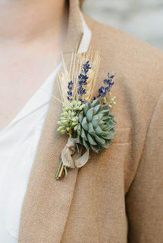 Hinreißender Schmuck aus Getreide, Lavendel und Sukkulente