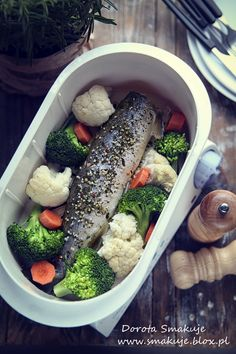 Pstrąg na parze Diet Recipes, Diet Meals, Broccoli, Vegetables, Cooking, Food, Kitchen, Essen, Vegetable Recipes