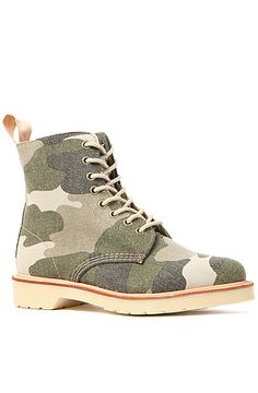 Dr. Martens Boots Beckett in Camo Canvas had a shoe shopping palooza day…  one of four.