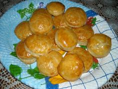 Pastelitos de carne cubano-- This is an amazing blog featuring traditional Cuban recipes for those nostalgic about real Cuban food!