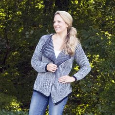 This stylish comfortable knit cardigan is perfect for fall! With it's flattering cut and quality material, this piece is ideal for all fall and winter wardrobes. Great for layering and easy to throw on making any outfit look effortless yet stylish.