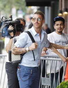 Sergio Ramos arrives at the Le Méridien hotel in Columbus, Ohio on July 2016 Columbus Ohio, Soccer Players, Squad, Hot Guys, Celebrity, Game, Fashion, Sergio Ramos, Real Madrid Players