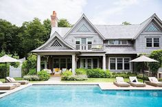Hamptons style homes, houses in the hamptons, hamptons decor, hampton beach Die Hamptons, Hamptons Style Homes, Hamptons Beach Houses, Hamptons Decor, Hampton Beach, South Hampton, Home Remodel Costs, Celebrity Houses, Celebrity Chef