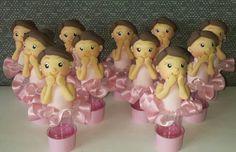 10 Mini tubetes decorados com biscuit. Pode variar a cor da roupa e do cabelo.