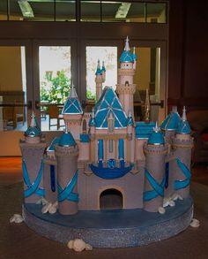 grand-californian-diamond-celebration-centerpiece-sleeping-beauty-castle.jpg (613×763)