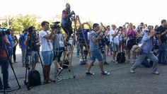 Kansainvälistä lehdistöä kiinnostaa... Basket, Street View