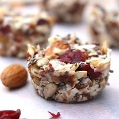 These cranberry energy bites are the best! Perfect for weekday snacks & treats. They are crammed full of goodness like chia, almonds, sunflower seeds & coconut. So yum  find the recipe here http://www.realfoodpledge.com/?p=1895 ❤️ #realfood
