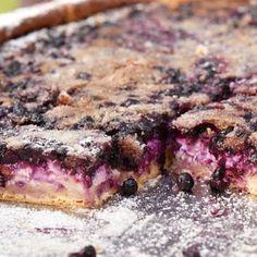 Horalský koláč Sweets, Baking, Food, Recipes, Basket, Gummi Candy, Candy, Bakken, Essen