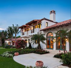Spanish Style Home/House Exterior this one is better @Vanessa Vargas @Angel Yanez