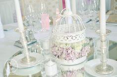 Vintage asztali virágdekoráció esküvőre