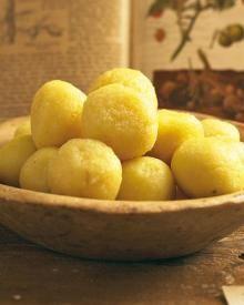 Gekochte Kartoffelknödel