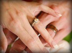 Tungsten Carbon Fiber Checkered Inlay Hawaiian Wedding Ring Band 8Mm Tur1015