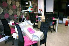 Very cute pink and black salon, love the wall paper and chairs