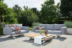De Stockholm serie is dit jaar uitgebreid met losse loungebanken en een loungestoel. Deze prachtige sofa set bestaat uit een 3-zits, 2-zits bank en een salon tafel met alu sheet. De banken zijn gemaakt van een hoogwaardige kwaliteit buitenstof die geschikt is voor alle weertypen!