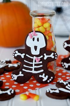 Have a gingerbread man cookie cutter?  Give those little guys a spooky makeover for Halloween!