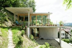 Haus am Hang in Wyhlen - architecture - Balkon Houses On Slopes, Hillside House, Storey Homes, House On A Hill, House Front, Architect House, Architecture Design, Architecture Diagrams, Architecture Portfolio