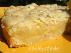Lemon almond crumble cake - Let's Cake Cream Cheese Desserts, Cream Cheese Recipes, Lemon Desserts, Milk Recipes, No Bake Desserts, Easy Desserts, Delicious Desserts, Dessert Recipes, Cream Cheeses