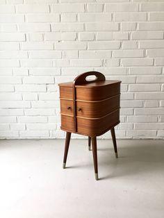 Really love this, from the Etsy shop moovi. #etsy #furniture #storage #vintagesewing #basket #madeindenmark #teakfurniture #table #sidetablemidce #vintagesewingbox