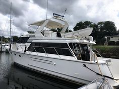 Ocean Alexander motor yacht for sale. See the pictures, complete specs and price of this Ocean Alexander motor yacht for sale. Fort Lauderdale Boat Show, Caterpillar Engines, Sailing Dinghy, Yacht Broker, Lake Resort, Yacht For Sale, Engine Types, Florida Keys, Pilot