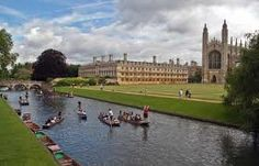 Cambridge University in England. What a beautiful sight it is ! Oh The Places You'll Go, Places To Travel, Places To Visit, Cambridge England, Cambridge London, Cambridge United, Gondola, World Of Wanderlust, Day Trips From London