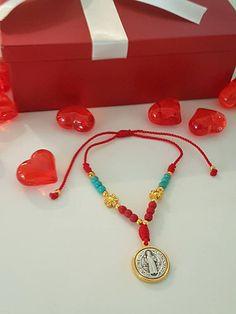 St Benedict bracelet Red and Turquoise . Pearl and Medal #catholic #sanbenito #giftideas #catholicgift #pulserareligiosa #etsyshop #redbracelet #takkaibykarina