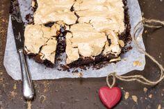 Jouluinen marenki-brownies herauttaa veden kielelle. Lisäksi se on #gluteeniton. Rapean suklaisen reseptin saat tästä: http://www.dansukker.fi/fi/resepteja/jouluinen-marenki-brownies-(gluteeniton).aspx #marenki #brownies #leivonta #resepti #ohje #joululeivonnaiset