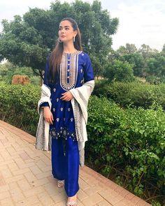 Simple Pakistani Dresses, Pakistani Fashion Casual, Pakistani Wedding Outfits, Pakistani Dress Design, Pakistani Models, Pakistani Girl, Pakistani Actress, Fashion Poses, Fashion Dresses