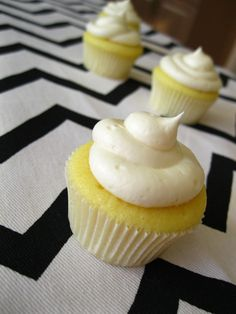 Lemon Lover Cupcakes with Lemon Cream Cheese Frosting, oh yum! Maya and I will be serving our mini cup-cakes and tartlettes :) Lemon Cupcakes, Yummy Cupcakes, Yellow Cupcakes, Mini Cupcakes, Cupcake Recipes, Cupcake Cakes, Dessert Recipes, Just Desserts, Pastries