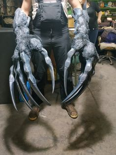Witcher - inspired - larp weapon - paws of a giant monster - troll claws - monster claw - witcher cosplay - witcher larp - Longclaw - vergen Cool Costumes, Cosplay Costumes, Halloween Costumes, Pirate Costumes, Men Cosplay, Diy Halloween, Costume Ideas, Halloween Decorations, Renaissance Dresses