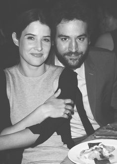 Cobie Smulders and Josh Radnor Cool Comedy, Hot Cuisine event to benefit the Scleroderma Research Foundation April 2013 Beverly Hills, California How I Met Your Mother, Ted Und Robin, Emoji Birthday Shirt, Key Change, Ted Mosby, Comedy Tv Shows, Cobie Smulders, Tv Couples, Cinema