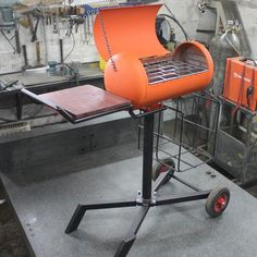 made herself a small grill. Gas Bottle Bbq, Gas Bottle Wood Burner, Bbq Grill Diy, Grilling, Backyard Bbq Pit, Diy Wood Stove, Small Grill, Fire Pit Bbq, Kitchen Grill