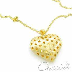 """Colar Passione folheado a ouro com pingente de coração com detalhes vazados de estrelas.   Temos também a pulseira!!    ☆ ¸.•°*""""˜˜""""*°•.¸☆ ¸.•°*""""˜˜""""*°•.¸☆ ¸.•°*""""˜˜""""*°•.¸ #Cassie #semijoias #acessórios #moda #fashion #estilo #inspiração #tendências #trend #love #instasemijoias #instajoias #lookdodia #folheado #dourado #folheadoaouro #lindassemijoias #zircônias #Colar #colardecoração"""
