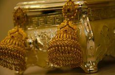 Gold Jhumka Earrings, Jewelry Design Earrings, Gold Earrings Designs, Designer Earrings, Cutwork Blouse Designs, Bridal Blouse Designs, Gold Wedding Jewelry, Gold Jewelry, Gold Buttalu