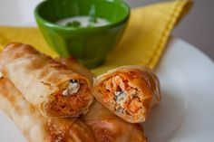 Buffalo Blue Cheese Chicken Rolls I want to make these for dinner this weekend! Buffalo Chicken Eggrolls, Buffalo Chicken Wraps, Chicken Wontons, Blue Cheese Chicken, Rolled Chicken Recipes, Chicken Egg Rolls, Le Diner, Appetizer Recipes, Appetizers