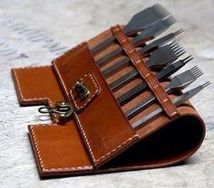 Leder home design inspiration gallery - Home Inspiration Leather Carving, Leather Art, Sewing Leather, Leather Gifts, Leather Pattern, Leather Design, Leather Tooling, Leather Jewelry, Leather Wallet