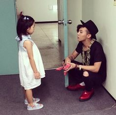 More G-Dragon and Taeyang with Haru Backstage @ YG 2014 Family Concert in Seoul